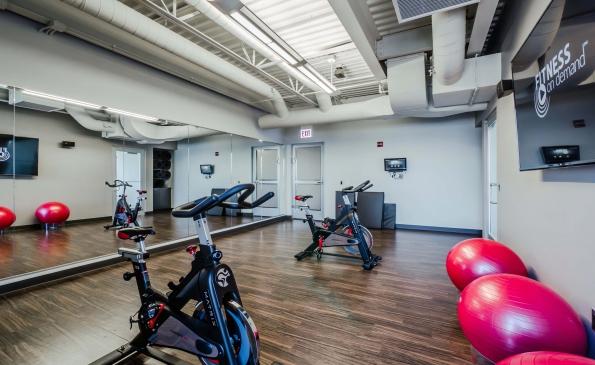 FitnessYoga-250369