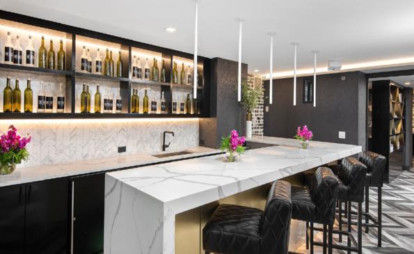 1 E Delaware Lounge